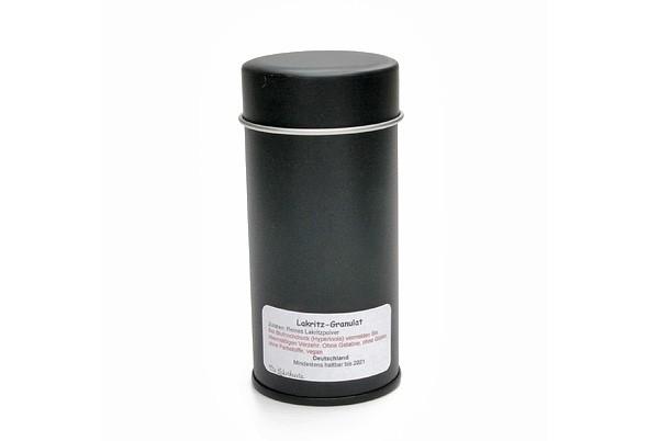 Lakritz-Granulat in dekorativer Gewürzdose